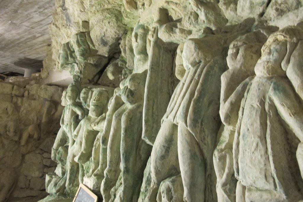 Der geheime Keller der Skulpturen – Déneze-saus-Doué